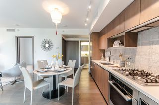 """Photo 7: 622 68 SMITHE Street in Vancouver: Downtown VW Condo for sale in """"ONE PACIFIC"""" (Vancouver West)  : MLS®# R2506196"""