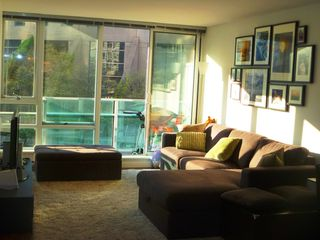 "Photo 2: 907 788 HAMILTON Street in Vancouver: Downtown VW Condo for sale in ""TV TOWERS"" (Vancouver West)  : MLS®# V885261"