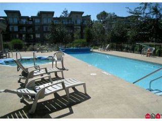 """Photo 3: 323 10180 153RD Street in Surrey: Guildford Condo for sale in """"CHARLTON PARK"""" (North Surrey)  : MLS®# F1129375"""