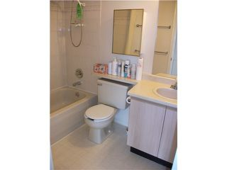 Photo 6: # 402 1099 E BROADWAY BB in Vancouver: Mount Pleasant VE Condo for sale (Vancouver East)  : MLS®# V942713