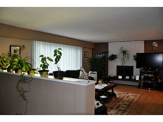 Photo 2: 3749 HAMILTON Street in Port Coquitlam: Lincoln Park PQ House for sale : MLS®# V1088203