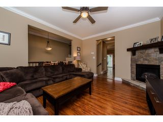 "Photo 4: 59 6498 SOUTHDOWNE Place in Sardis: Sardis East Vedder Rd Townhouse for sale in ""Village Green"" : MLS®# R2059470"