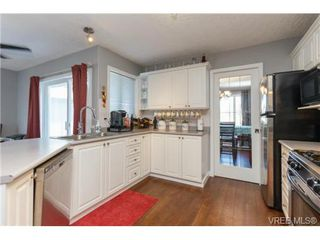 Photo 3: 2598 Buckler Ave in VICTORIA: La Florence Lake House for sale (Langford)  : MLS®# 741295