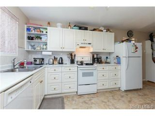 Photo 13: 2598 Buckler Ave in VICTORIA: La Florence Lake House for sale (Langford)  : MLS®# 741295