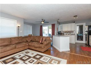 Photo 6: 2598 Buckler Ave in VICTORIA: La Florence Lake House for sale (Langford)  : MLS®# 741295