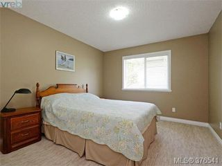 Photo 13: 4944 Haliburton Place in VICTORIA: SE Cordova Bay Single Family Detached for sale (Saanich East)  : MLS®# 376541