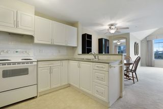 "Photo 5: 416 960 LYNN VALLEY Road in North Vancouver: Lynn Valley Condo for sale in ""Balmoral House"" : MLS®# R2162251"