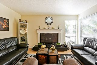 Photo 9: 14835 HOLLY PARK Lane in Surrey: Guildford Townhouse for sale (North Surrey)  : MLS®# R2211598