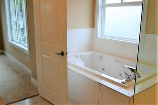 """Photo 8: 18407 59A Avenue in Surrey: Cloverdale BC House for sale in """"Cloverdale"""" (Cloverdale)  : MLS®# R2217286"""