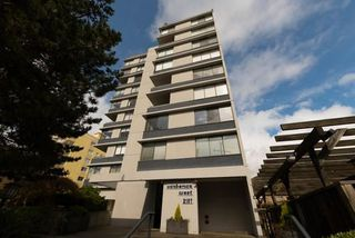 "Photo 1: 901 2167 BELLEVUE Avenue in West Vancouver: Dundarave Condo for sale in ""VANDEMAR WEST"" : MLS®# R2252456"