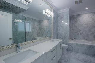 Photo 14: 7473 WILTSHIRE Drive in Surrey: East Newton House for sale : MLS®# R2319561