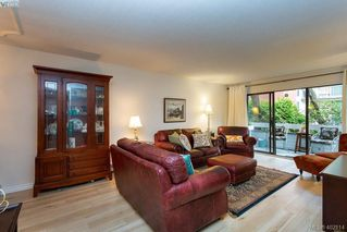 Photo 3: 206 2095 Oak Bay Ave in VICTORIA: OB South Oak Bay Condo for sale (Oak Bay)  : MLS®# 802450