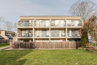 "Photo 1: 68 17712 60 Avenue in Surrey: Cloverdale BC Condo for sale in ""Clover park Gardens"" (Cloverdale)  : MLS®# R2338391"