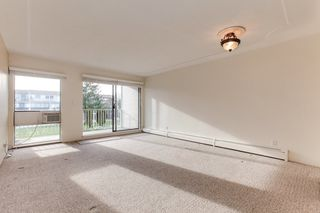 "Photo 3: 68 17712 60 Avenue in Surrey: Cloverdale BC Condo for sale in ""Clover park Gardens"" (Cloverdale)  : MLS®# R2338391"