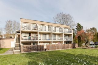 "Photo 2: 68 17712 60 Avenue in Surrey: Cloverdale BC Condo for sale in ""Clover park Gardens"" (Cloverdale)  : MLS®# R2338391"