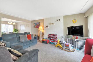 Photo 3: 3746 FRANCES Street in Burnaby: Willingdon Heights House for sale (Burnaby North)  : MLS®# R2361024