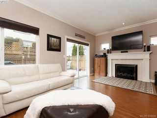 Photo 3: 981 Huckleberry Terr in VICTORIA: La Happy Valley House for sale (Langford)  : MLS®# 812862