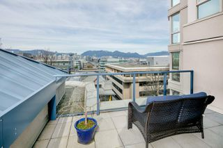 "Photo 2: 611 500 W 10TH Avenue in Vancouver: Fairview VW Condo for sale in ""Cambridge Court"" (Vancouver West)  : MLS®# R2381638"