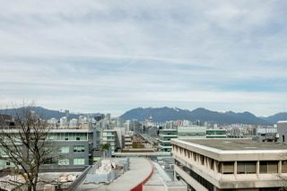 "Photo 5: 611 500 W 10TH Avenue in Vancouver: Fairview VW Condo for sale in ""Cambridge Court"" (Vancouver West)  : MLS®# R2381638"