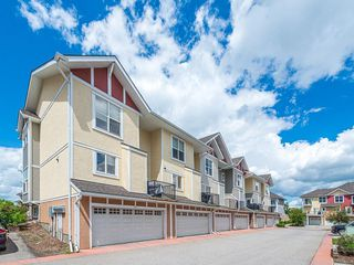 Photo 2: 43 WEST SPRINGS Lane SW in Calgary: West Springs Row/Townhouse for sale : MLS®# C4256287