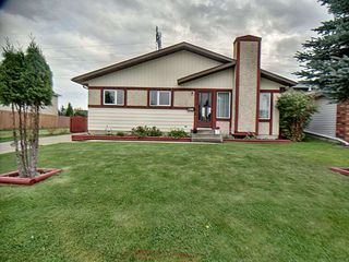 Photo 1: 9811 163 Avenue in Edmonton: Zone 27 House for sale : MLS®# E4170896