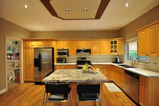 """Photo 9: 8916 206 Street in Langley: Walnut Grove House for sale in """"Forest Creek"""" : MLS®# R2433057"""
