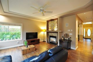 """Photo 8: 8916 206 Street in Langley: Walnut Grove House for sale in """"Forest Creek"""" : MLS®# R2433057"""