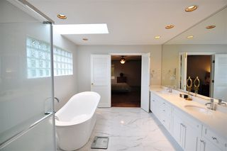 """Photo 16: 8916 206 Street in Langley: Walnut Grove House for sale in """"Forest Creek"""" : MLS®# R2433057"""