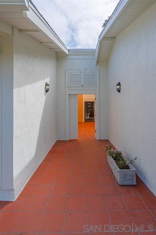 Photo 2: LA JOLLA House for sale : 4 bedrooms : 8946 La Jolla Scenic Dr N.