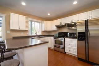 Photo 11: 2258 Stirling Pl in : CV Courtenay East House for sale (Comox Valley)  : MLS®# 854429