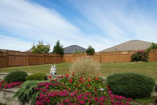 Photo 2: 2258 Stirling Pl in : CV Courtenay East House for sale (Comox Valley)  : MLS®# 854429