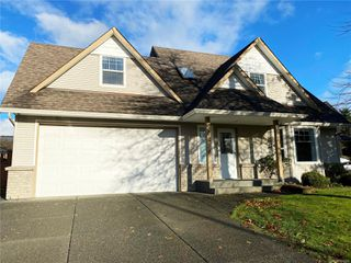 Photo 1: 2258 Stirling Pl in : CV Courtenay East House for sale (Comox Valley)  : MLS®# 854429