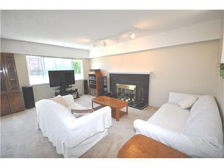 Photo 2: 546 W 25TH ST in North Vancouver: Upper Lonsdale House for sale : MLS®# V1012039