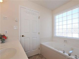 Photo 8: 40 Eagle Lane in VICTORIA: VR Glentana Manufactured Home for sale (View Royal)  : MLS®# 684761