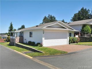 Photo 3: 40 Eagle Lane in VICTORIA: VR Glentana Manufactured Home for sale (View Royal)  : MLS®# 684761