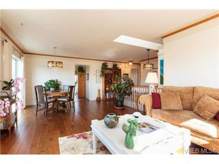 Photo 3: 472 Kinver St in VICTORIA: Es Saxe Point Half Duplex for sale (Esquimalt)  : MLS®# 729276