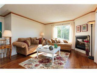Photo 2: 472 Kinver St in VICTORIA: Es Saxe Point Half Duplex for sale (Esquimalt)  : MLS®# 729276