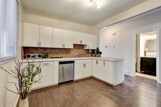 Photo 2: 3123 40 Street SW in Calgary: Attached for sale : MLS®# C4035349