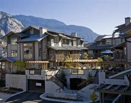 "Photo 1: 102 1174 WINGTIP Place in Squamish: Downtown SQ Condo for sale in ""TALON AT EAGLEWIND (CARRIAGE HOME)"" : MLS®# R2139321"