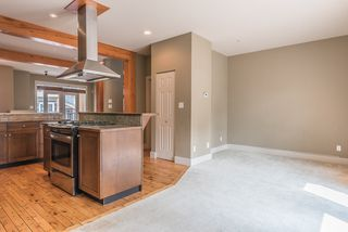 """Photo 11: 19 39758 GOVERNMENT Road in Squamish: Northyards 1/2 Duplex for sale in """"Arbourwoods"""" : MLS®# R2163642"""