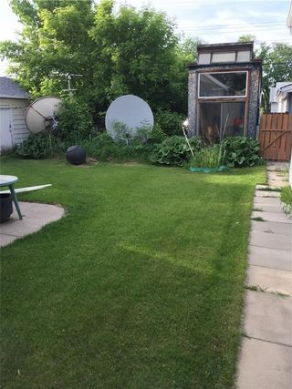 Photo 3: 510 12 Avenue NE in Calgary: Renfrew House for sale : MLS®# C4122686