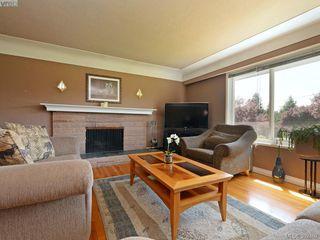 Photo 2: 1075 Gosper Cres in VICTORIA: Es Kinsmen Park Single Family Detached for sale (Esquimalt)  : MLS®# 788714