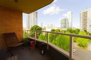 "Photo 1: 605 4689 HAZEL Street in Burnaby: Forest Glen BS Condo for sale in ""THE MADISON"" (Burnaby South)  : MLS®# R2283645"