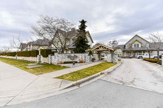 """Photo 3: 1 18707 65 Avenue in Surrey: Cloverdale BC Townhouse for sale in """"The Legends"""" (Cloverdale)  : MLS®# R2349141"""