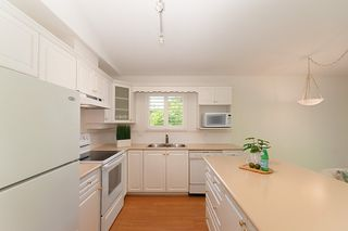 """Photo 8: 23 16888 80 Avenue in Surrey: Fleetwood Tynehead Townhouse for sale in """"STONECROFT"""" : MLS®# R2371189"""