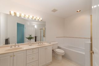 """Photo 12: 23 16888 80 Avenue in Surrey: Fleetwood Tynehead Townhouse for sale in """"STONECROFT"""" : MLS®# R2371189"""