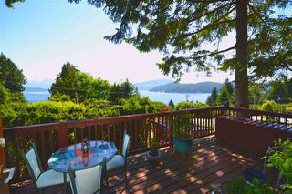 "Photo 2: 1145 MARINE Drive in Gibsons: Gibsons & Area House for sale in ""HOPKINS LANDING"" (Sunshine Coast)  : MLS®# R2373246"
