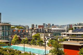 "Photo 8: 904 38 W 1ST Avenue in Vancouver: False Creek Condo for sale in ""THE ONE"" (Vancouver West)  : MLS®# R2373483"