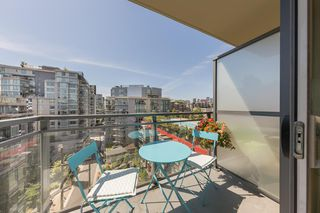 "Photo 14: 904 38 W 1ST Avenue in Vancouver: False Creek Condo for sale in ""THE ONE"" (Vancouver West)  : MLS®# R2373483"