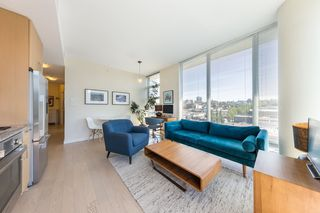 "Photo 3: 904 38 W 1ST Avenue in Vancouver: False Creek Condo for sale in ""THE ONE"" (Vancouver West)  : MLS®# R2373483"